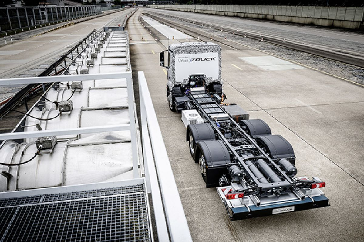 Mercedes benz presents new prestige electric car for Mercedes benz electric truck