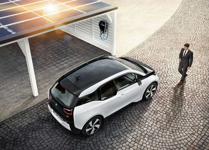 BMW Digital Charging Service optimises charging and integrates EV into the energy market