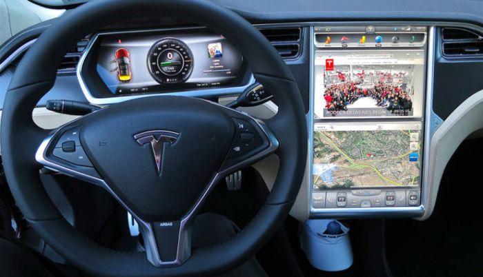 Tesla contrata experto de Apple