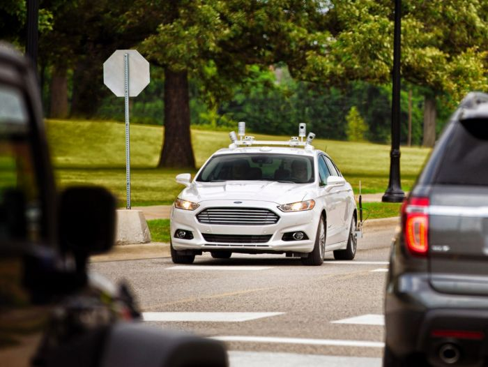 AUTONOMOUS VEHICLES: THREAT OR OPPORTUNITY FOR URBAN MOBILITY?