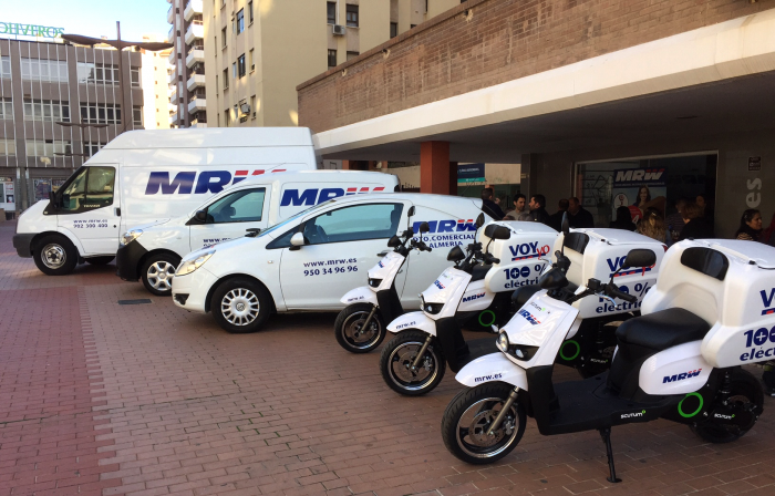 MRW Almería incorpora 3 scooters eléctricos Scutum para su servicio urgente