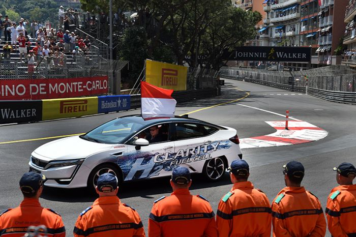 Principe Albert de Mónaco circula en Honda Clarity de Hidrógeno