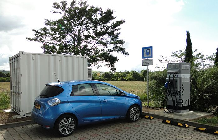 Quick-charge stations based on second-life batteries