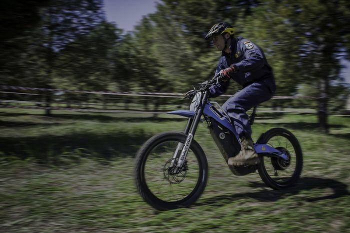 Pruebas del Bultaco Brinco por militares y policias