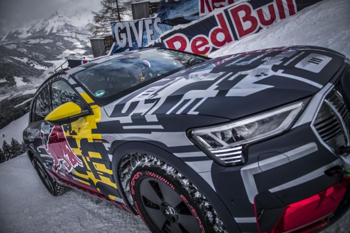 Audi e-Tron conquista pista de esquí