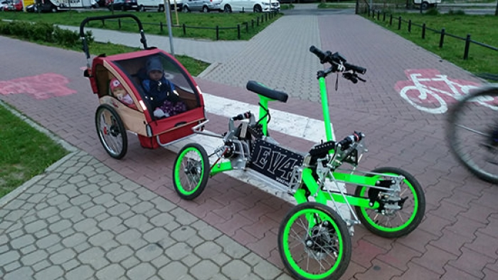 EV4 ebike with four wheels