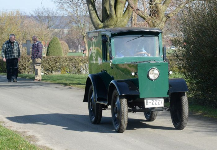 La furgoneta electrica Hawa de 1923 da sus primeros pasos