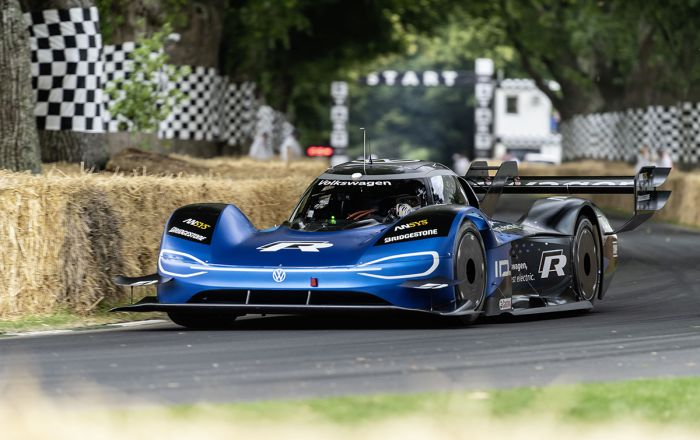 THE ID.R IS BACK: VOLKSWAGEN ELECTRIFIES GOODWOOD
