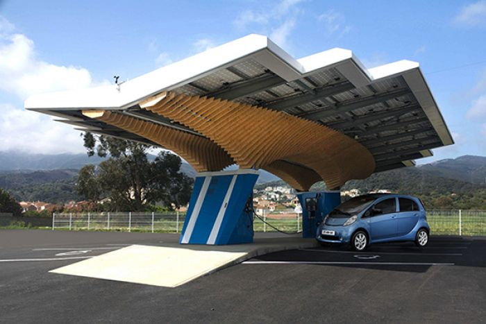 Peugeot presents a solar charging station