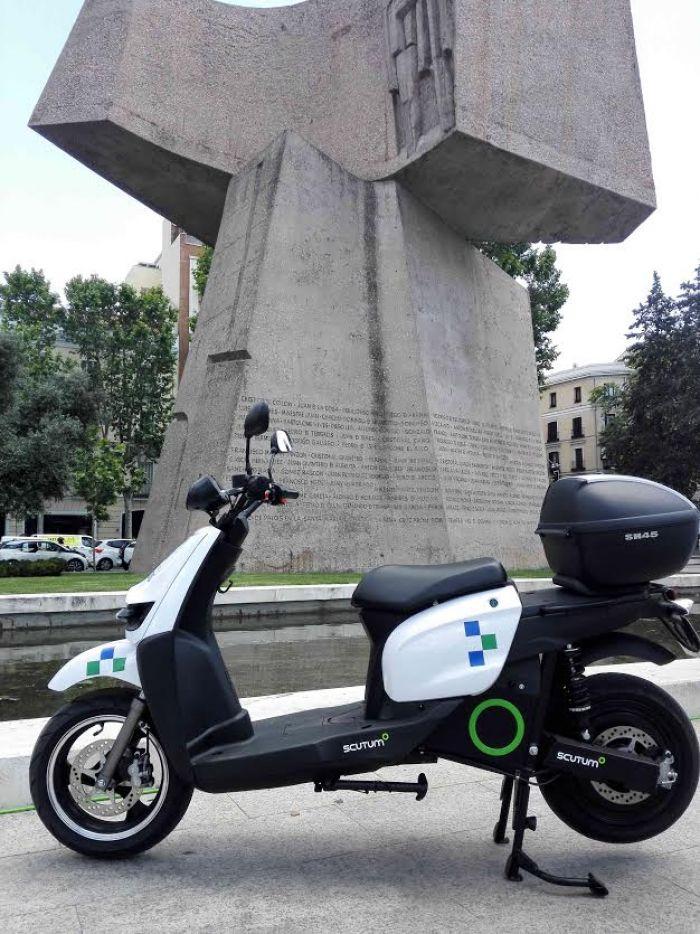 Madrid Sur Movilidad incorpora motos eléctricas Scutum a su flota