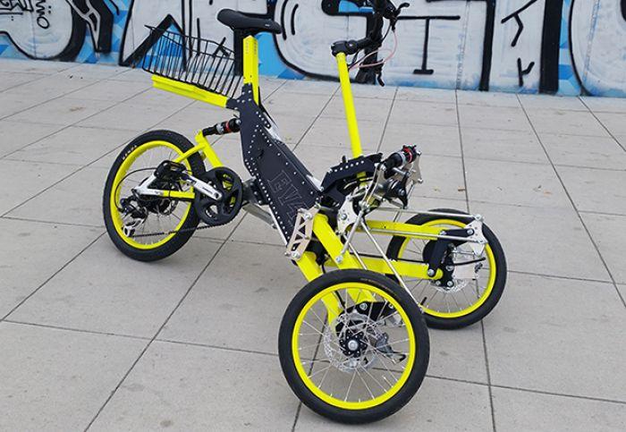 EV4 triciclo eléctrico que se inclina en las curvas