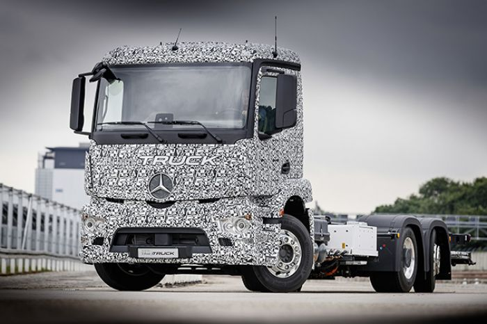 Mercedes-Benz presents electric truck