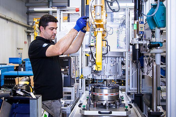 ZF aumenta rentabilidad y prevee gran futuro de la electromovilidad