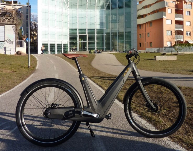 Leaos E-Bike made by carbon fiber