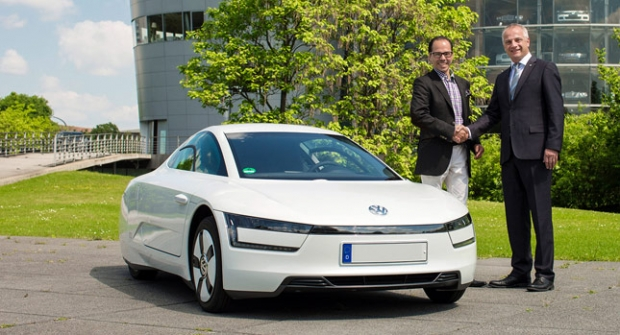 Volkswagen hands over the first XL1 production car
