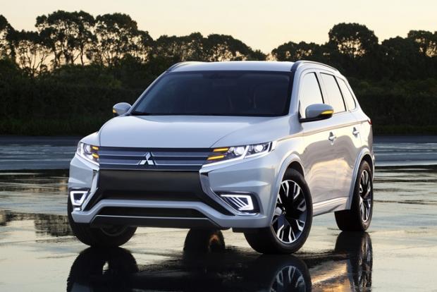 Mitsubishi Outlander PHEV Concept-S debuts in Paris