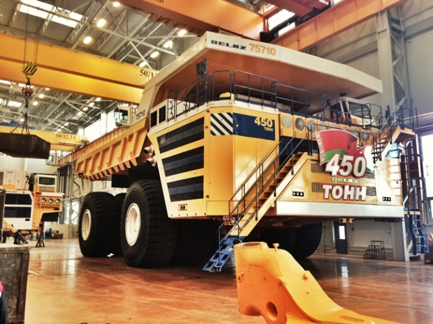 BelAZ 75710 world´s largest electric dumper truck