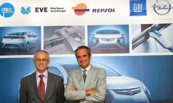 Opel con Ibil para los postes de recarga