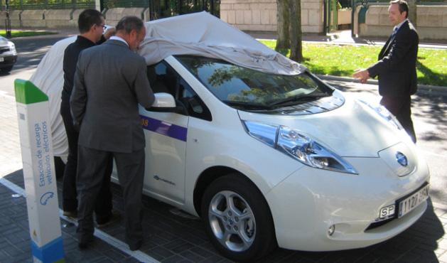 Las estaciones Merlyn recargan el primer taxi eléctrico de España