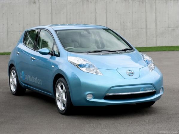Nissan inicia las entregas del Nissan LEAF 100% eléctrico a sus clientes británicos
