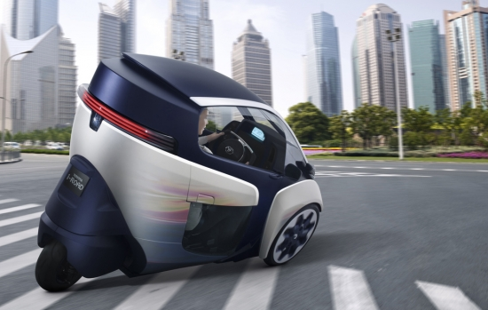 El Toyota i-Road se inclina